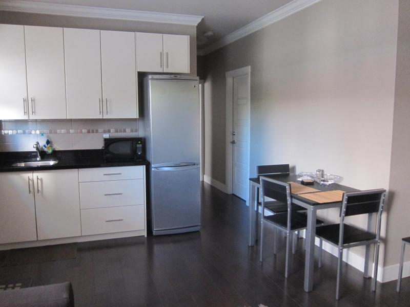 Kitchen and eating area - 1 BR suite in luxury house,minutes from Vancouver - Richmond - rentals