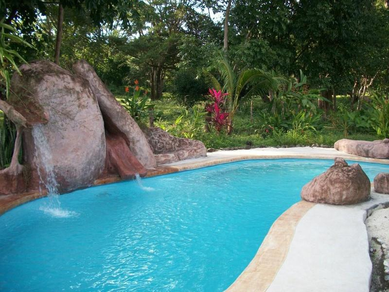 The pool - Lovely 3 bedroom, 3 bth house in oceanside village - Cabuya - rentals