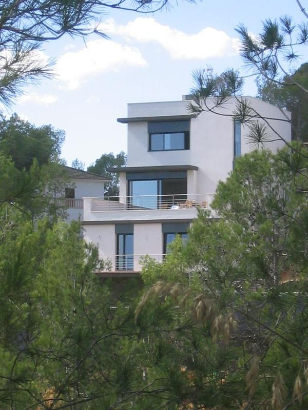 Front of the design villa in the Sitges Hills - Luxurious fully airconditioned design villa  in the Sitges Hills (Barcelona). - Sitges - rentals