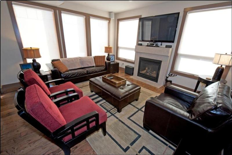 The Timbers. The luxury and comfort you deserve! Comfortable surroundings with warmth and appeal. Upgraded entertainment systems throughout the entire home. - Romanin Winter Wonderland I - British Columbia - rentals