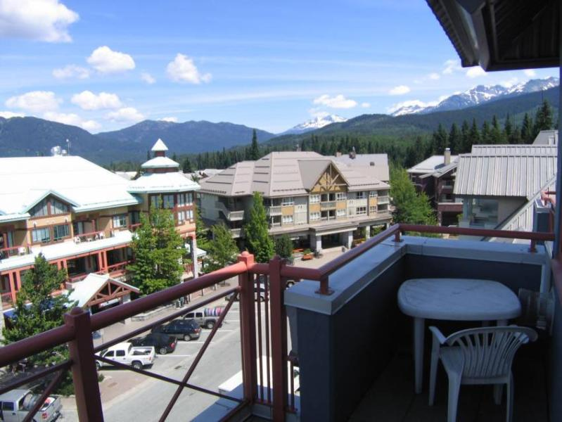 Beautiful 180 degree view of the surrounding mountains. - click on <b>