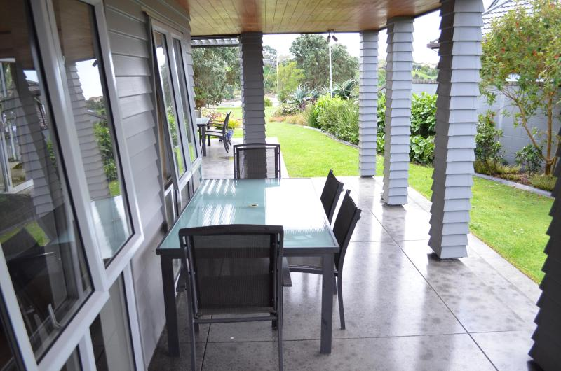 A quiet, sheltered outlook to the Tamaki River. - Riverside Retreat - Pakuranga - Pakuranga - rentals