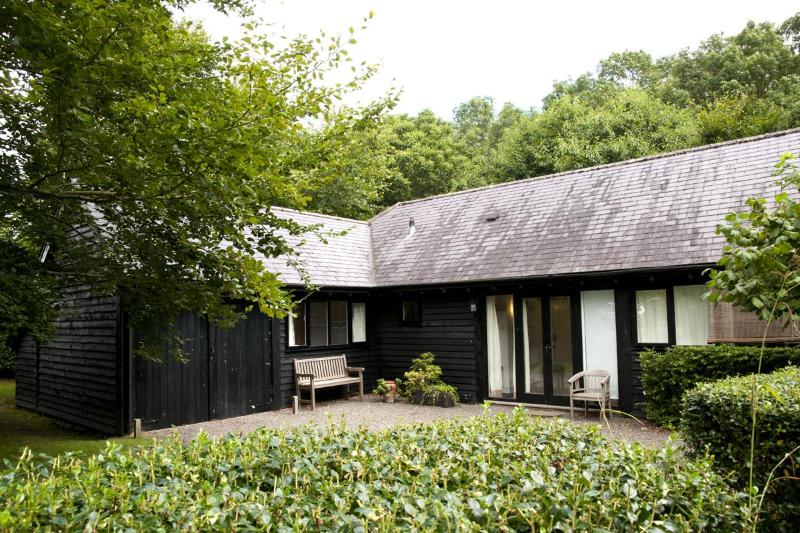The front of the cottage - A lovely secluded 1 bed cottage in rural Wiltshire - Pewsey - rentals