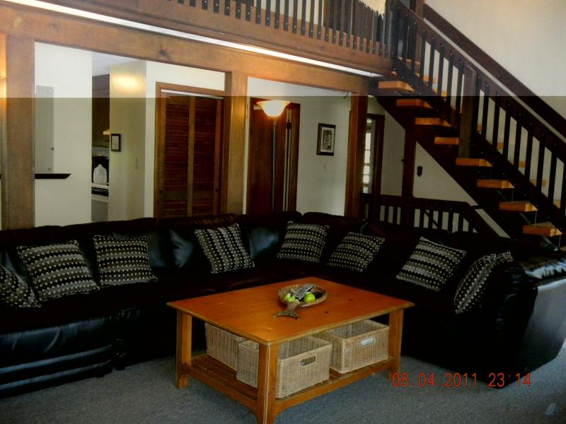 Chalet Living Room - Air-conditioning-DOGS allowed- 6 Bed - Narragansett - rentals