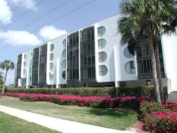 Exterior view of Grandview Condos - Grandview Condo--*Walk to the Beach*Cheap Rates*! - Marco Island - rentals