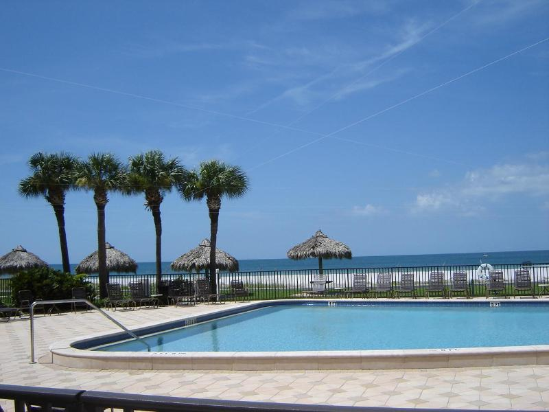 Oceanside heated pool - Beach Condo in Clearwater, Florida - Clearwater - rentals