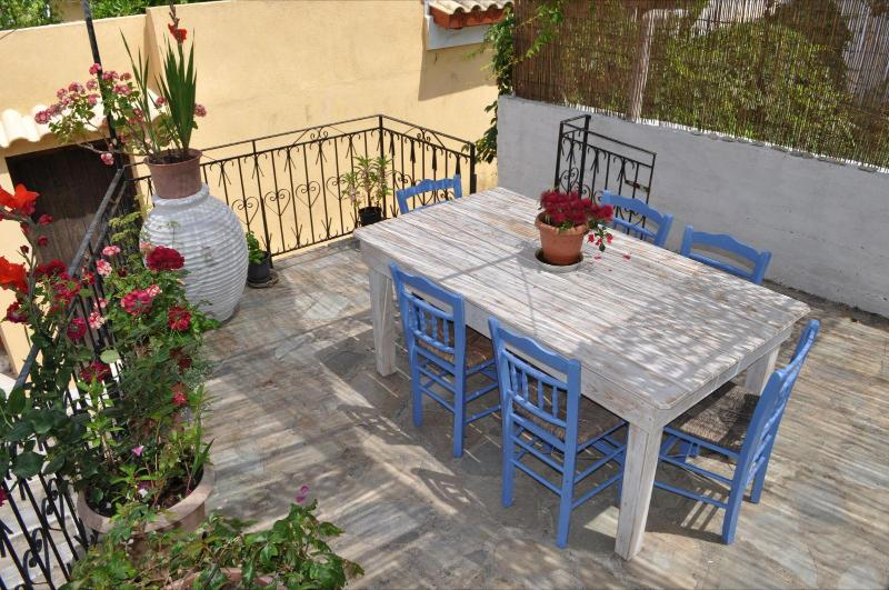 Shared terrace for relaxing meals - Nikos Apartments inthe middle of Loggos village - Loggos - rentals
