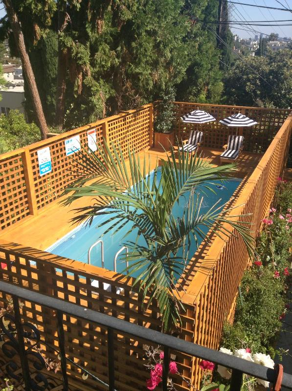 above ground pool with deck and child size loungers - Adorable Studio w/Jacuzzi, pool, and garden patio! - Los Angeles - rentals