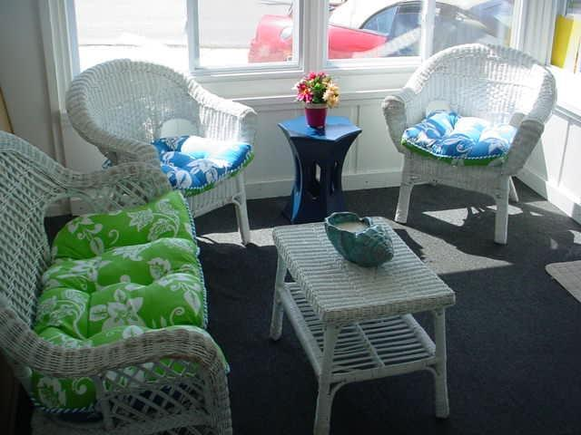 Sun Porch at Front of House - END OF SEASON DEALS ON 4BR 2.5 Bath Slps 11 - Surfside Beach - rentals