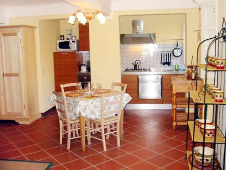Enter the warm & bright Carlino Michele - 3 Bedroom Apartment Rental in Lucca - Lucca - rentals