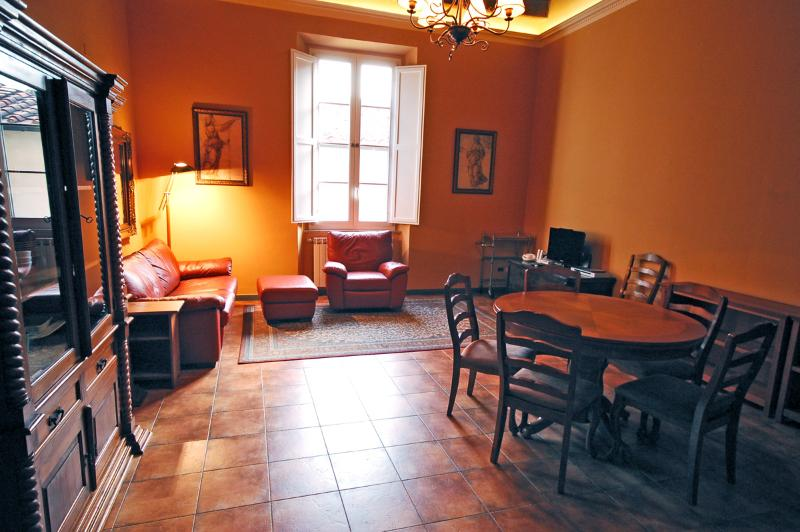 Dining & Living Area - Air-Conditioned Comfort in the Heart of Lucca! - Lucca - rentals