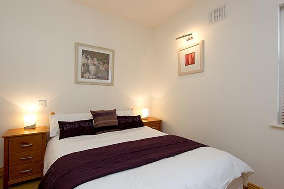 Main Bedroom - Beautifully refurbished apt for 5, 10 min to city - Dublin - rentals