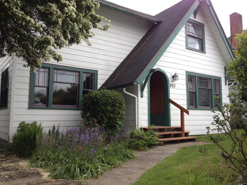 Front view - Spacious Beach Home-Monthly-May,Jun,Jul&Sept 2016 - Seaside - rentals