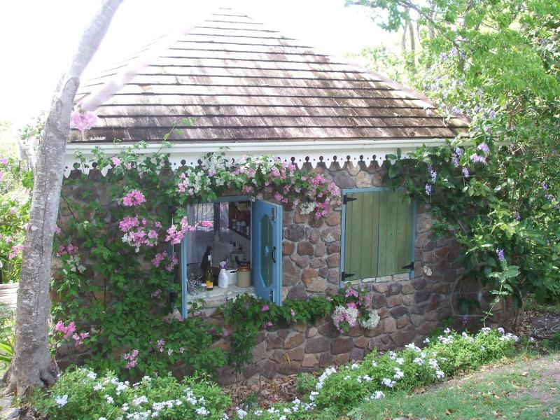 Garden cottage with views over Falmouth Harbour - Image 1 - Falmouth - rentals