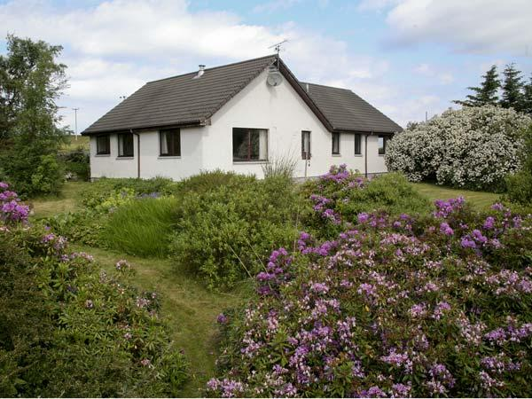 SAIL MHOR VIEW, pet friendly, country holiday cottage, with a garden in Dundonnell, Ref 4497 - Image 1 - Dundonnell - rentals