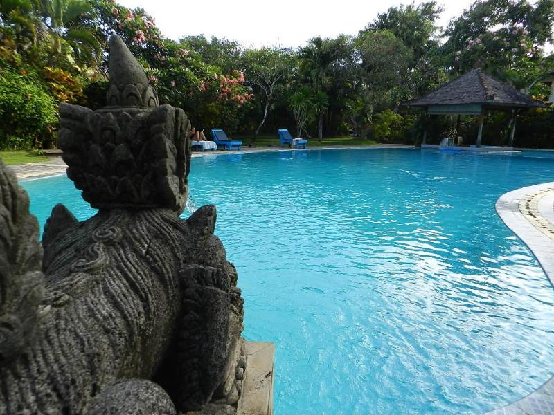 huge resort style swimming pool - Bali Kuta Garden Villa - LEGIAN - Legian - rentals