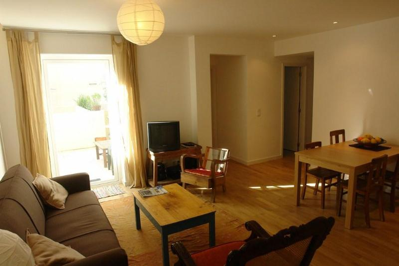 Living Room and Patio door - Cosy apartment with a patio in the Heart of Lisbon - Lisbon - rentals