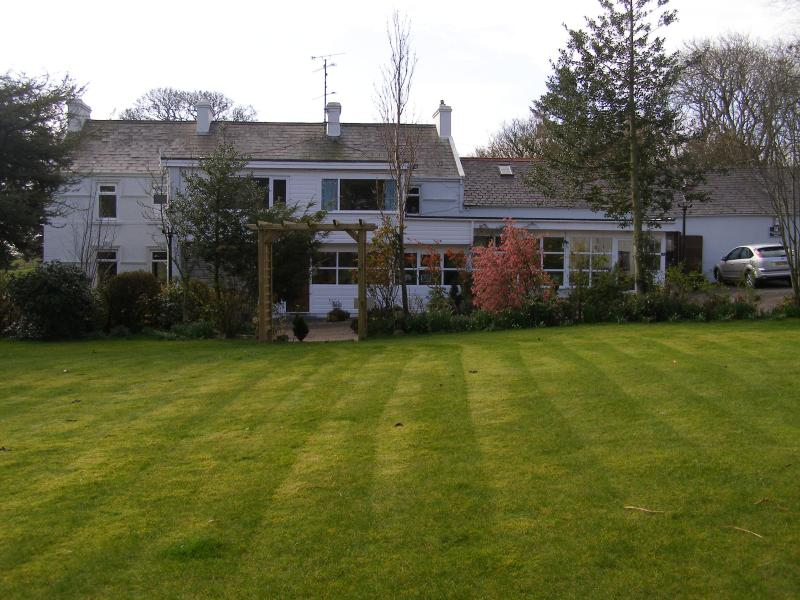 Front garden and farmhoue - Maddybenny Farmhouse Bed & Breakfast Portrush - Coleraine - rentals