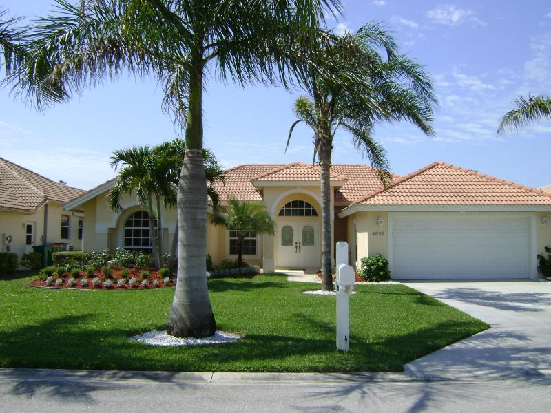 Front of villa - Briarwood villa with pool lake/fountain view - Naples - rentals