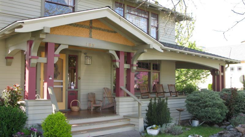 Exterior to front porch & entry off PIoneer Street - De Launay House - Ashland - rentals
