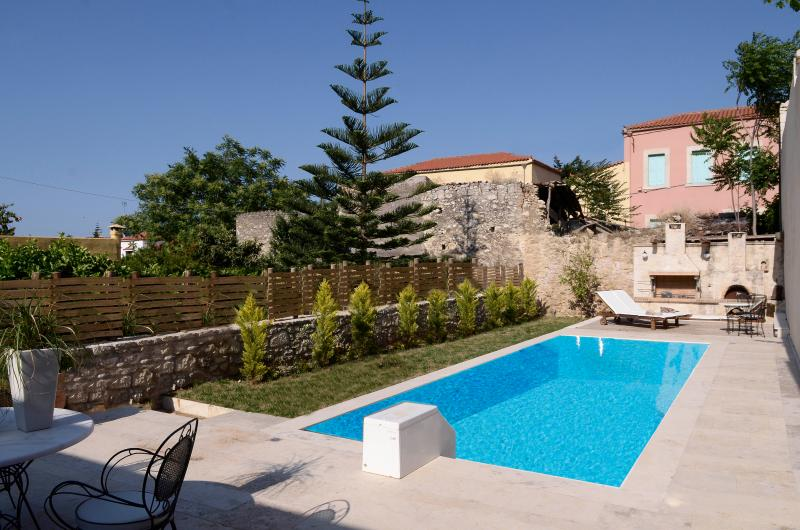 The deck with the pool, the garden and the BBQ - Traditional Villa House Knossos Heraklion Pr. Pool - Archanes - rentals