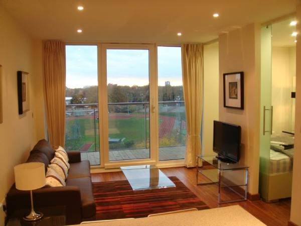 Views of the Park in Great Chelsea Bridge one bed - Image 1 - London - rentals