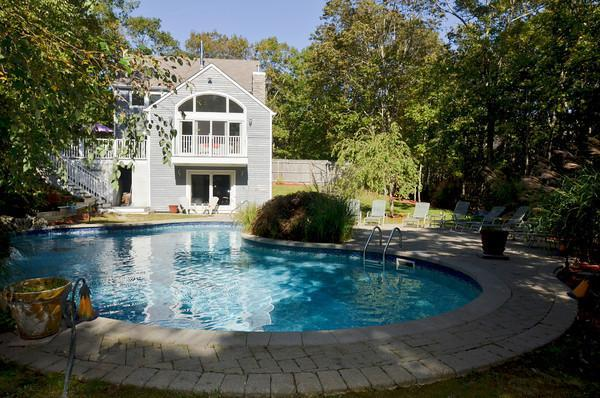 Spacious WOW Backyard and Huge Deck 8 Lounge Chairs - 5 Min to Bridgehampton n Sag Harbor 8 Min Ocean - Bridgehampton - rentals
