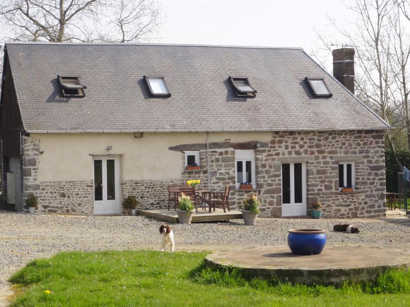 Gites Poppy & Lily Exterior - 2 central co-located 2 bedroom country cottages - Normandy - rentals
