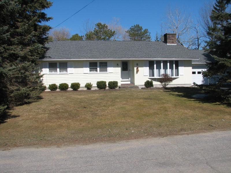 Front of House -VERY CLEAN RANCH CLOSE TO BEACH - Kennebunk Beach, Maine - Kennebunk - rentals
