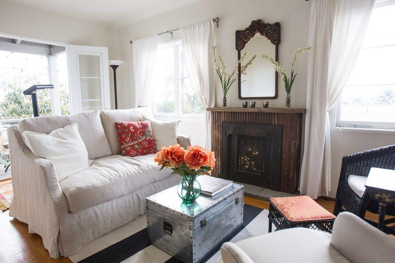 Pull-out twin sofa sleeper in livingroom - Cota Cottage - Santa Barbara - rentals