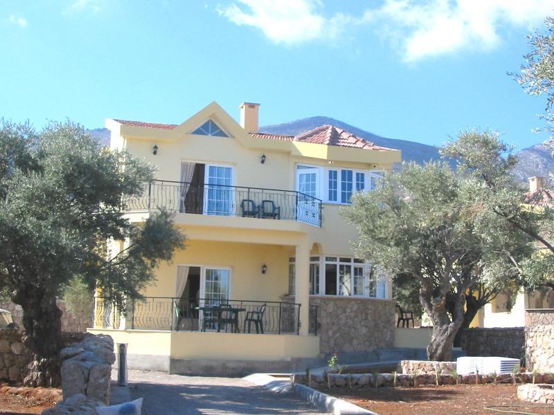 Villa Manzara - set well back from the road. - Villa Manzara Bellapais-3 A/C bed Villa-pool,Wifi - Kyrenia - rentals