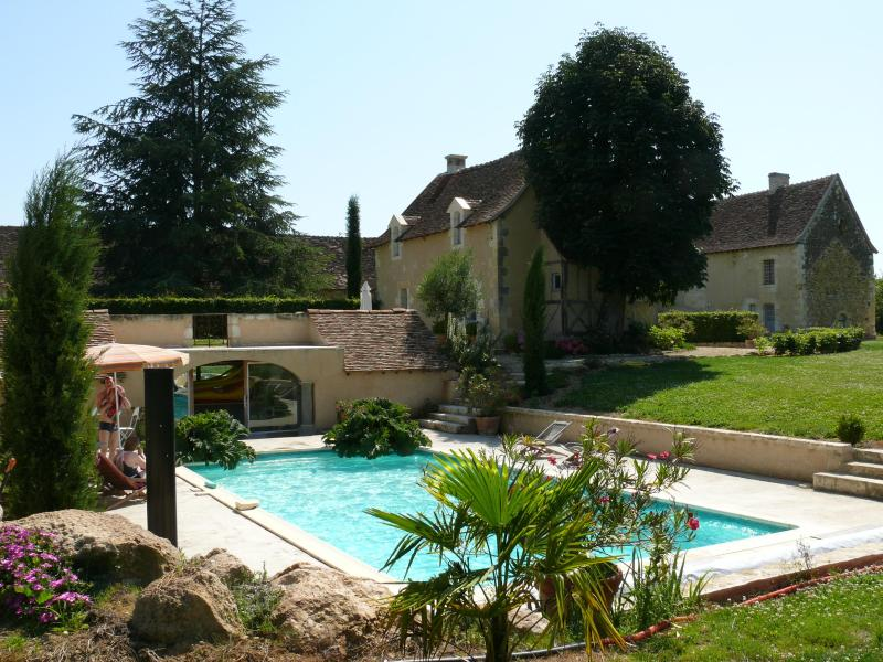 Swimming-Pool and Cottage de La Villate - A Beautiful 5 Star Cottage in the Loire Valley - Chaumussay - rentals