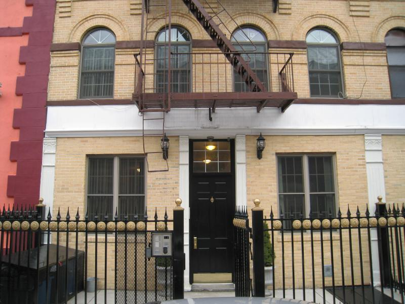 Front with Key pad gate - 2 Bed Room ground floor with Garden Manhattan - New York City - rentals