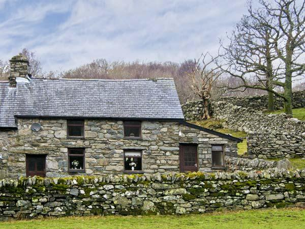 Y BWTHYN, pet friendly, character holiday cottage, with a garden in Llanbedr, Ref 5228 - Image 1 - Llanbedr - rentals