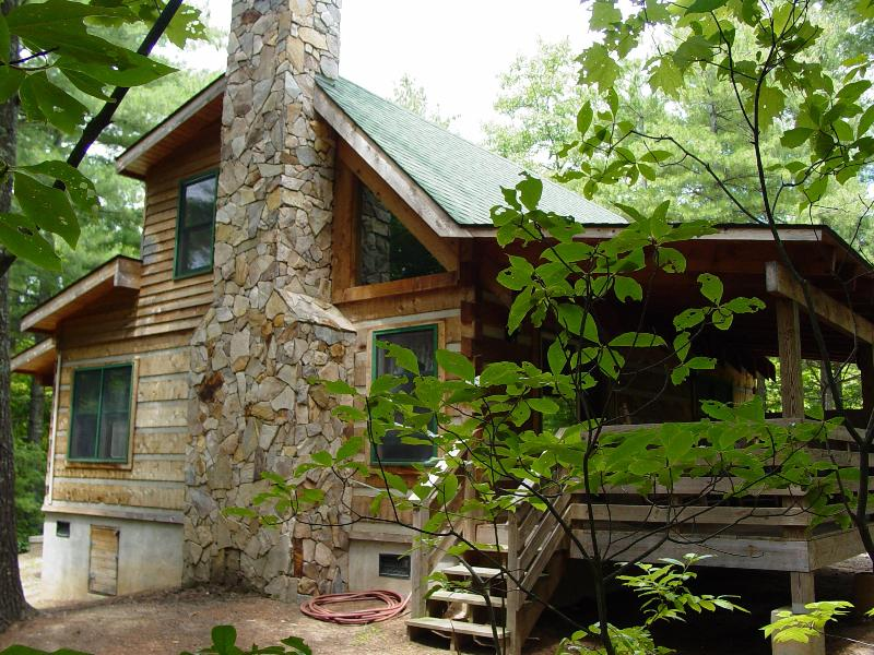 Pine Crest Cabin - Secluded Log Cabin Natural Wooded Setting - Honeymoon/Hot Tub/WiFi/Secluded/Picnic/Fire Pit - Boone - rentals