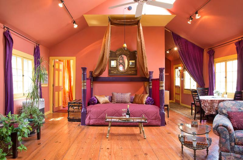 Sultan-style day bed under skylights and a ceiling fan in the great room - Quiet & Romantic Artist's Cottage, Walk to town! - Woodstock - rentals