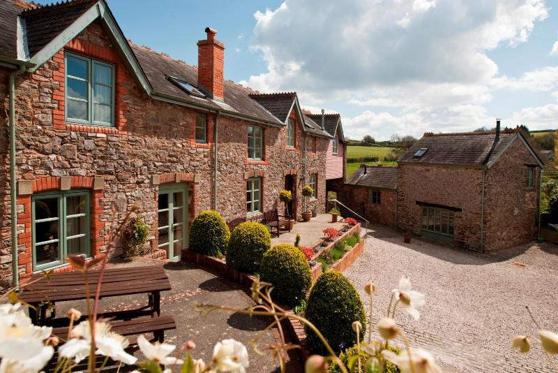 Long Barn with Honeybag (sleeps 2) - Long Barn Luxury Holiday Cottage - Newton Abbot - rentals