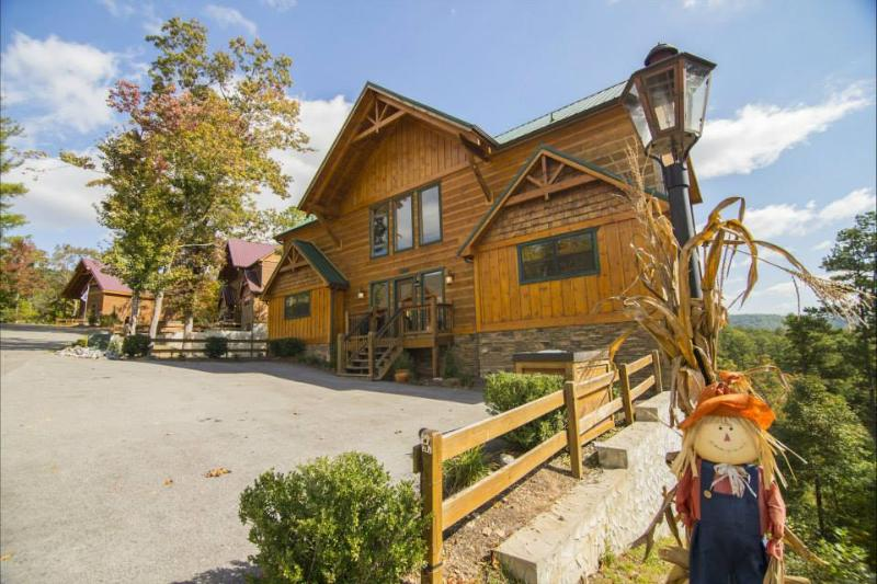 Place of the Blue Smoke - 5BR/5BA, Sleeps 16 - Image 1 - Pigeon Forge - rentals