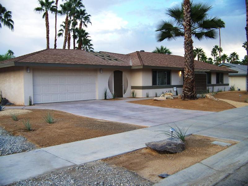 Curb Appeal - Beautiful Home with Pool and View - Palm Springs - rentals