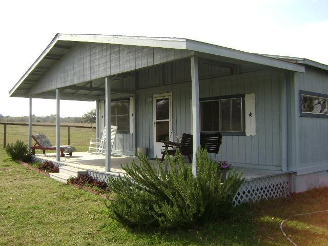 Country house with fenced yard for pets - Goin' Country B & B - Smithville - rentals