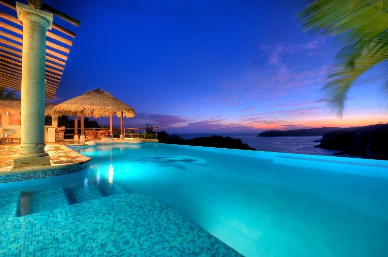 Dolphin Cove - Sunset - 3 Oceanfront Villas, Las Palmas, w/ Secluded Beach - Huatulco - rentals
