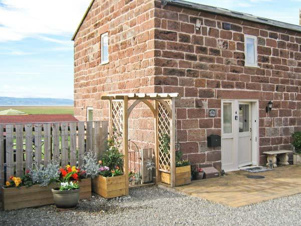 LAVENDER COTTAGE, family friendly, country holiday cottage, with a garden in Neston, Ref 5384 - Image 1 - Neston - rentals