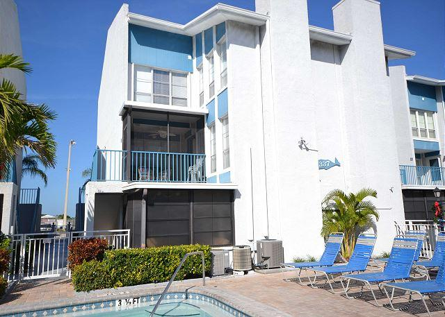 Madeira Beach Yacht Club 337G -  Spacious two-story townhouse with pool view! - Image 1 - Madeira Beach - rentals