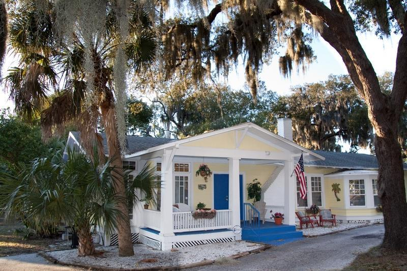 "EXTERIOR OF COTTAGE - Riverview ""Cottage By The Cotee"" - New Port Richey - rentals"