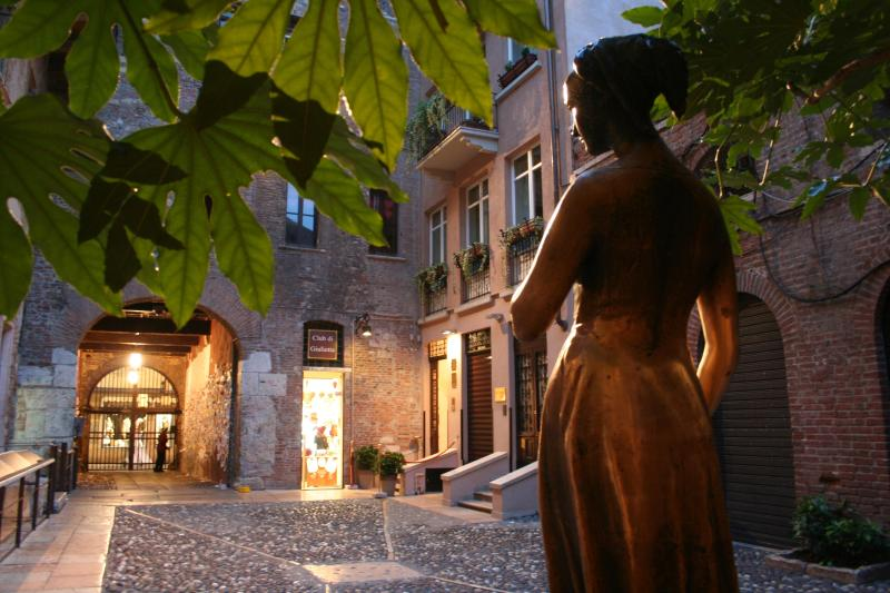 La Corte di Giulietta - Lavinia\'s Windows - EXCLUSIVE APARTMENTS INSIDE JULIET'S COURTYARD - Verona - rentals