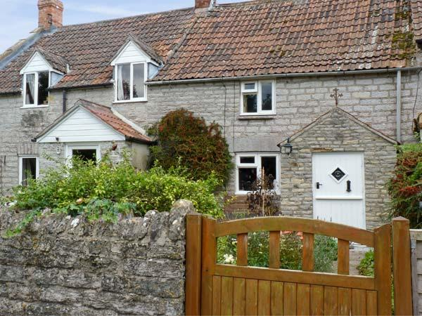 WOODFORDE COTTAGE, pet friendly, character holiday cottage, with open fire in Babcary, Ref 4513 - Image 1 - Castle Cary - rentals