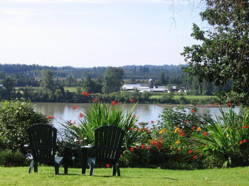 Overlooking the Fraser river - Fraser Riverview Holiday Apartment - Maple Ridge - rentals