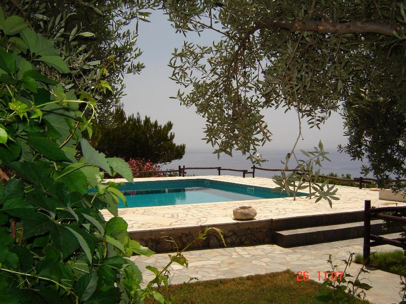 Swimming pool with sea view and pine trees for natural shade.Sunbeds are provided. - Ferma Solaris Apartments (Amazing sea views) - Ierapetra - rentals