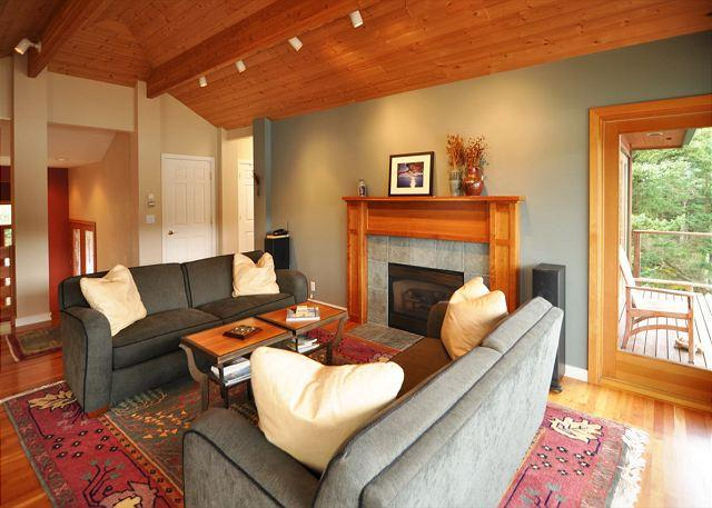 Seaside on Orcas, Private, Gorgeous Waterfront & Hot Tub! - Image 1 - Eastsound - rentals