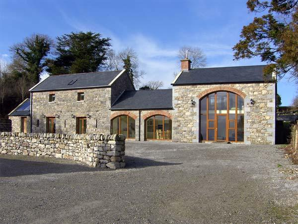 BALLYBLOOD LODGE, family friendly, luxury holiday cottage, with hot tub in Tulla, County Clare, Ref 4570 - Image 1 - Tulla - rentals